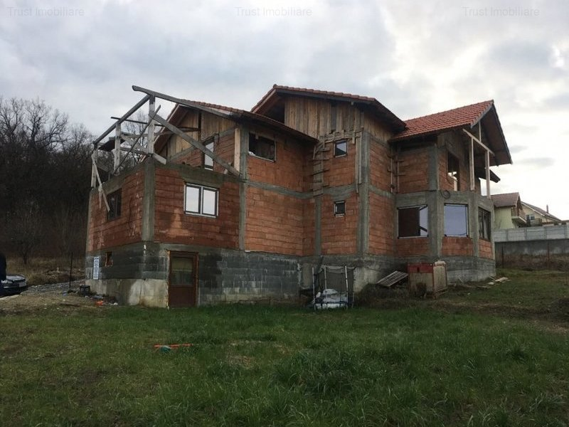 Casa, Zona Drumul Budacului , 600 mp teren,terasa.