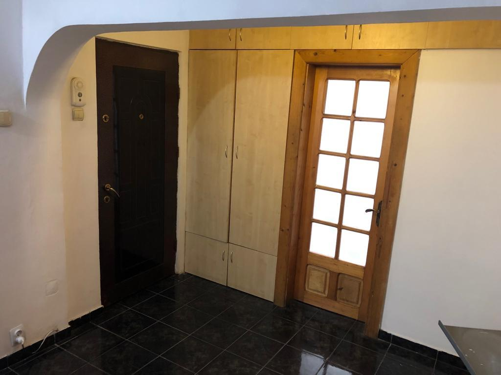Ap 3 camere, decomandat, parter, 70 mp, zona Int. Muncelului