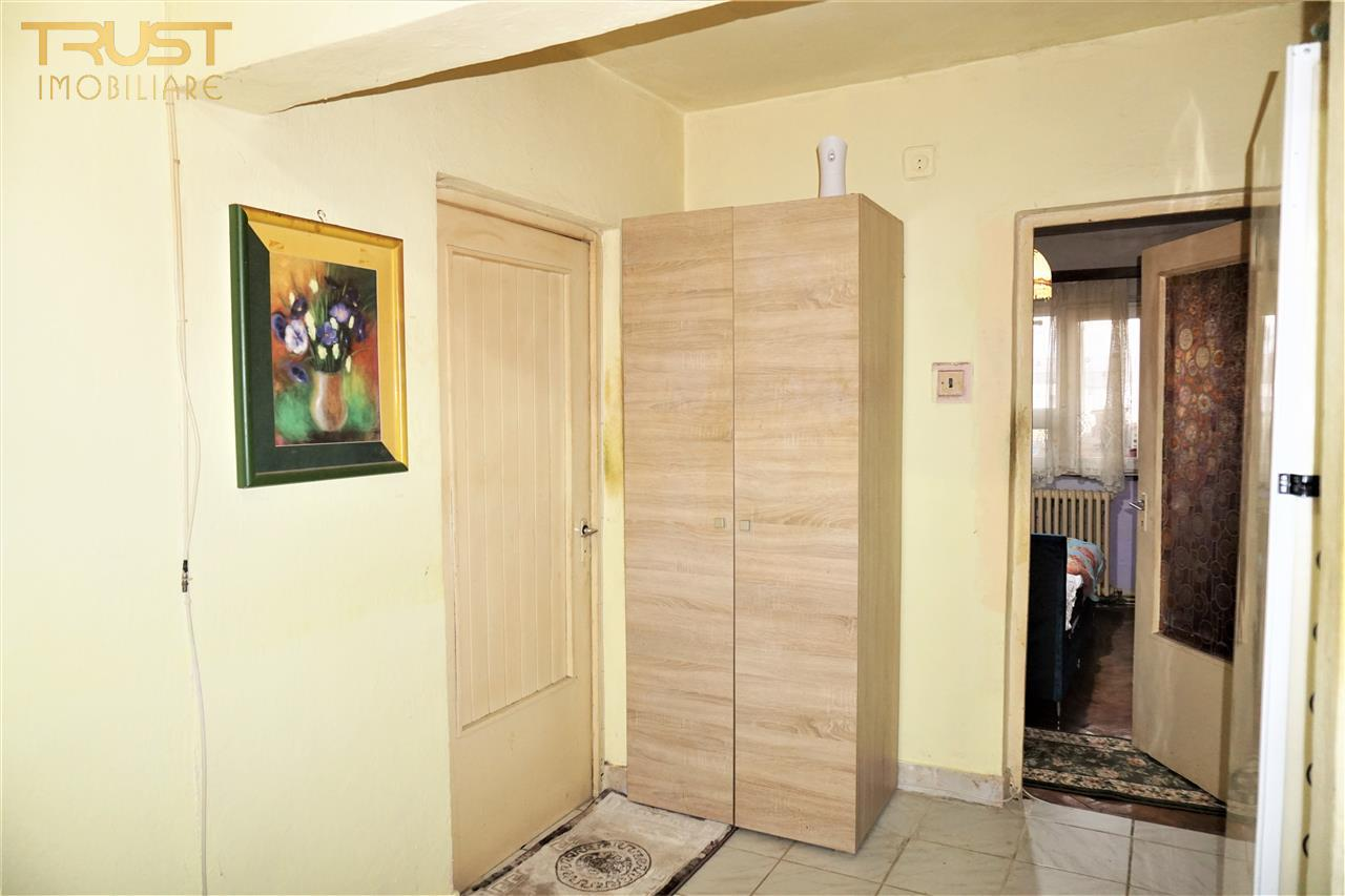 Apartament 4 camere decomandat, suprafata utila 75 mp