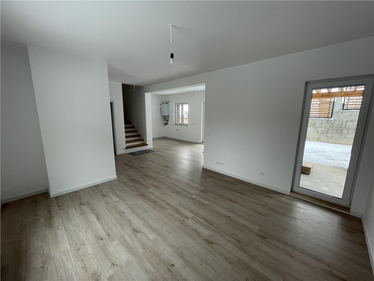 Duplex Dezmir, 110mp, finisat, drum asfaltat