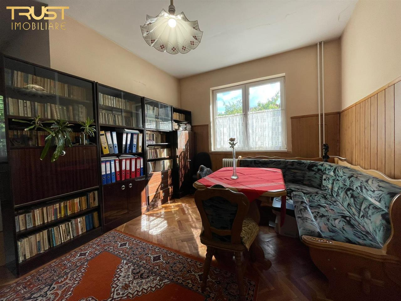 Casa de vanzare, 216mp utili, 540mp curte,  Andrei Muresanu, parcari.