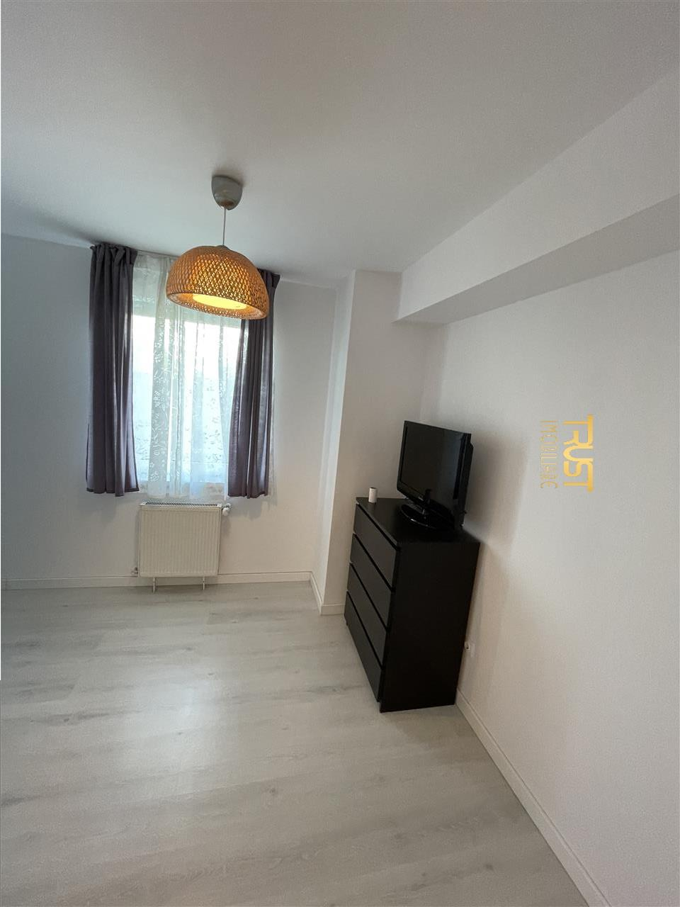 Apartament 2 camere , suprafata generoasa central