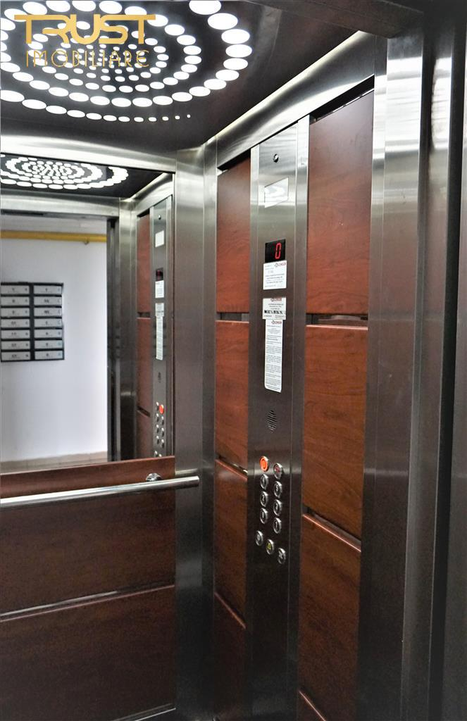 Ap 2 camere, decomandat, etaj 3, parcare privata