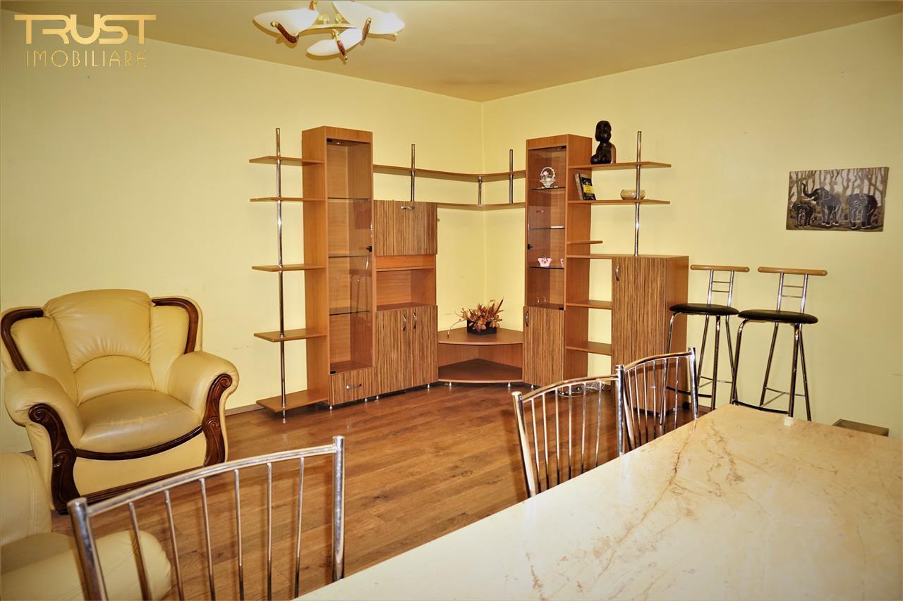 3 camere, decomandat, etaj 1 zona Stefan cel Mare