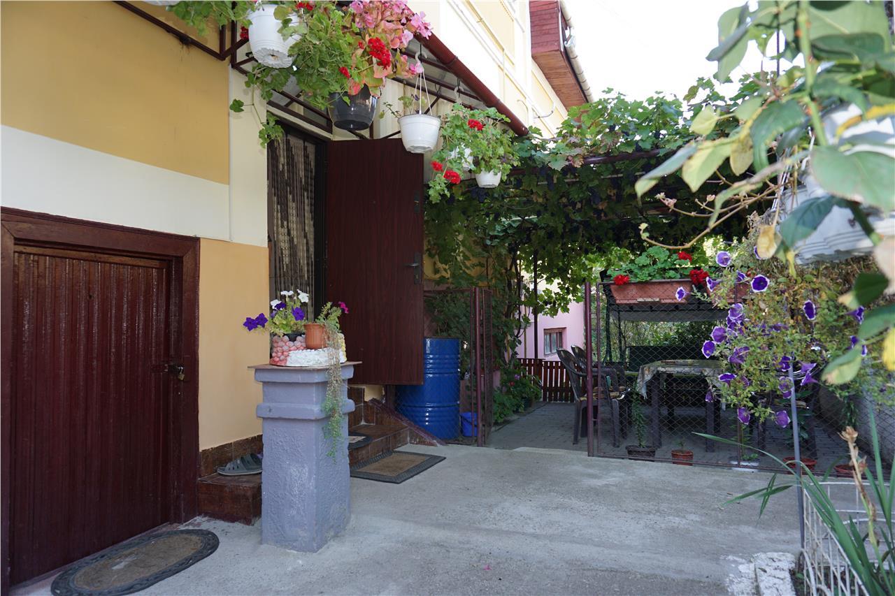 Central, Apartament la casa, garaj, gradina