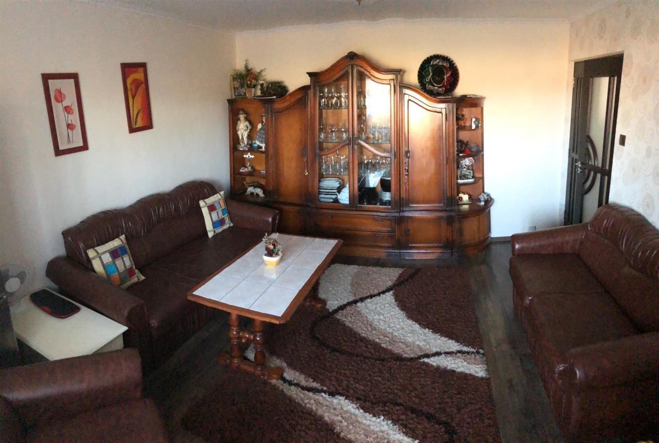 Apartament 4 camere, decomandat, zona Lama, etaj 2, 90 mp, parcare