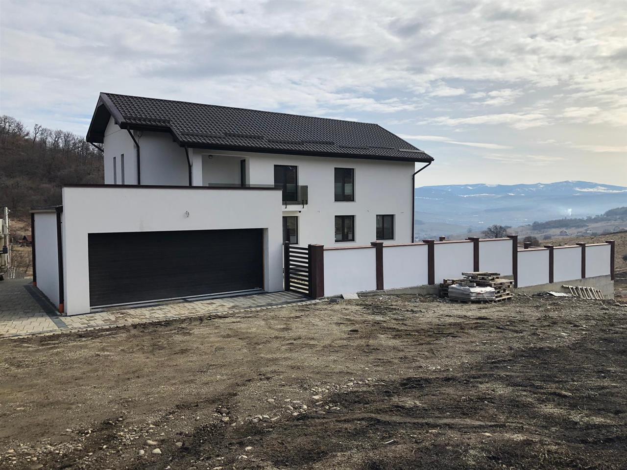 Casa de lux, regim D+P+E, zona Dealul Jelnei, 290 mp, 1500 mp teren