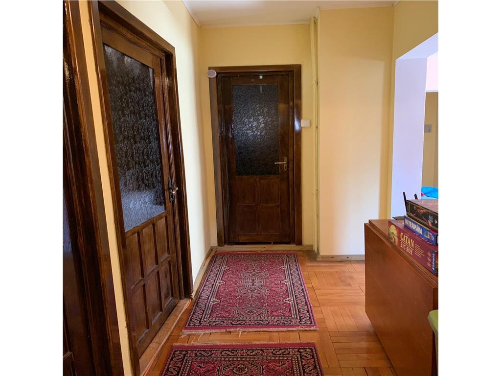 Ap Plopilor,3 camere ,decomandat, 73 mp,2 bai, garaj