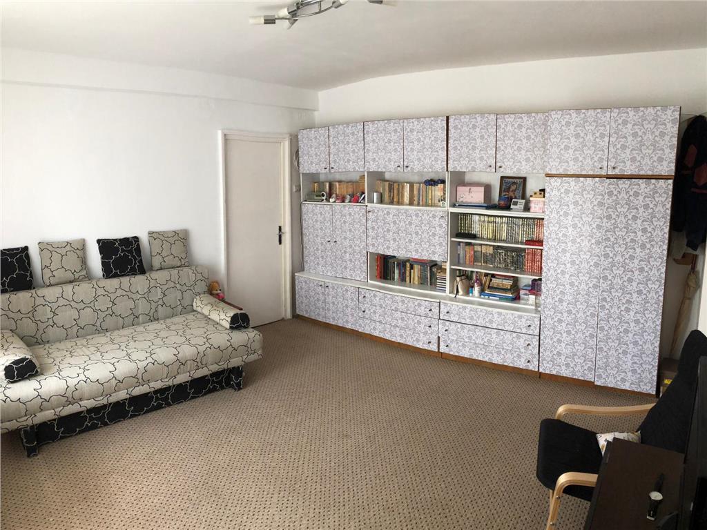 Apartament 3 camere, semidecomandat, 68 mp +8 mp balcon, etaj 2, zona Imparatul Traian.