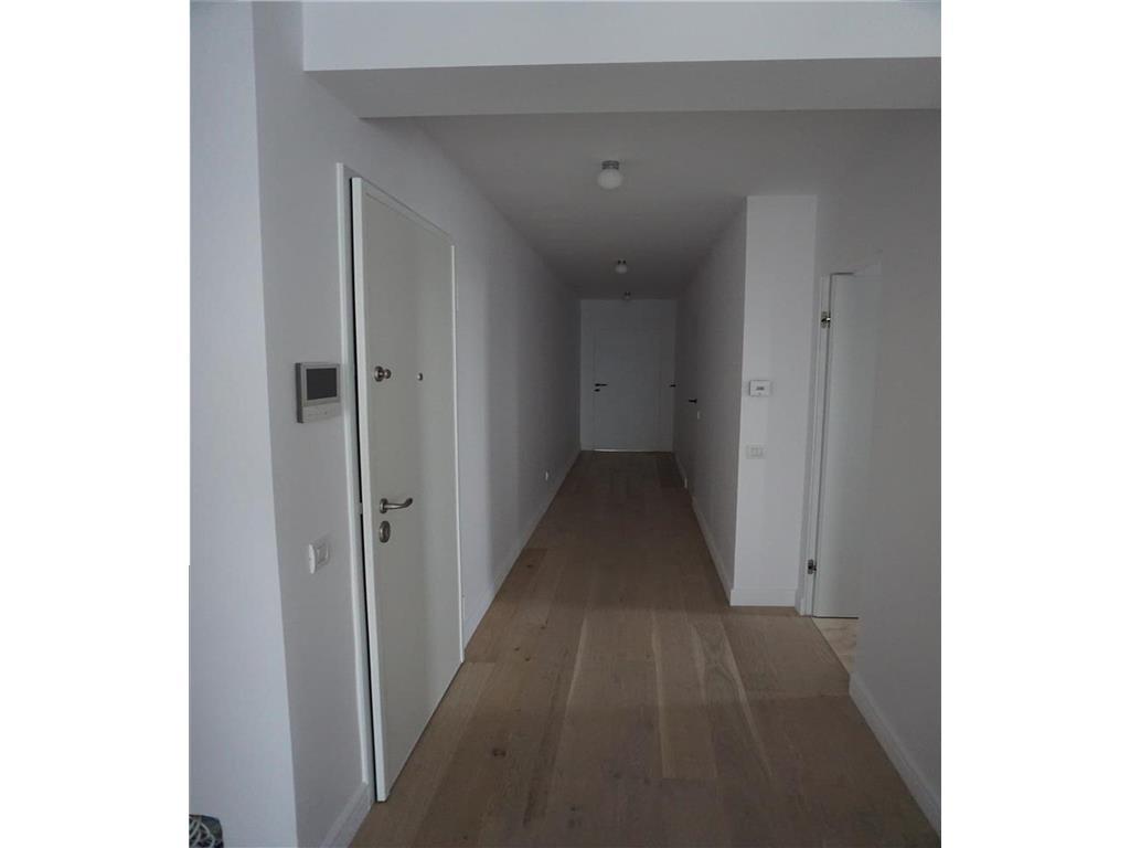 4 camere,100 mp,Gruia,decomandat,superfinisat,2 bai,garaj