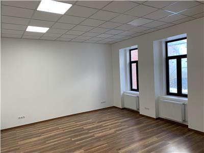 Spatiu birouri/ Cabinet Medical, vis a vis de primarie,180 mp, prima inchiriere, parcare in curte