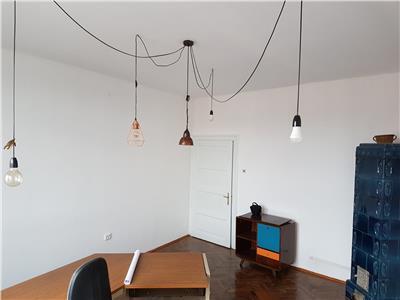 Spatiu de birou, Str.Paris, 2 boxe de depozitare, 52 mp