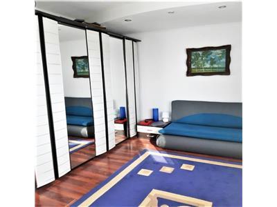 Apartament 3 camere, central, semidecomandat