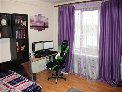 Apartament cu 2 camere decomandate in P-ta. Mihai Viteazu,Ultracentral