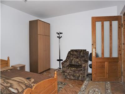 Apartament 3 camere decomandat, etaj intermediar