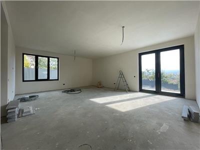 Duplex pe 3 nivele, 220mp utili, 2 parcari, cartier Dambul Rotund.