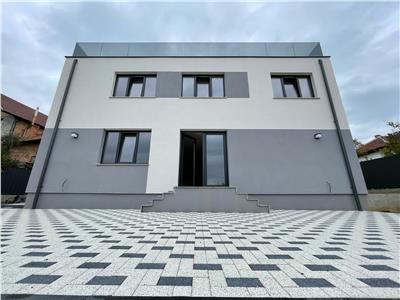 Duplex pe 3 nivele, 175mp utili, 500mp curte, 2 parcari, cartier Dambul Rotund.