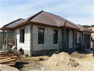 Casa in rosu, pe un singur nivel, 170 mp utili, 500 mp de teren, zona Unirea