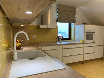 Apartament 3 camere, 85 mp,superfinisat/mobilat ,pod ,2 parcari